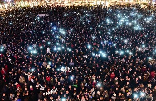 Toàn châu Âu nâng cảnh báo an ninh khủng bố mức cao nhất - anh 2
