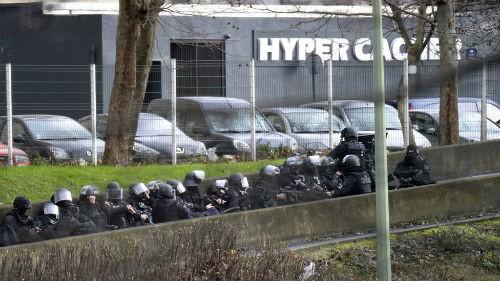 Vụ xả súng tại Pháp: Cái kết xứng đáng cho những kẻ khủng bố liều mạng - anh 3