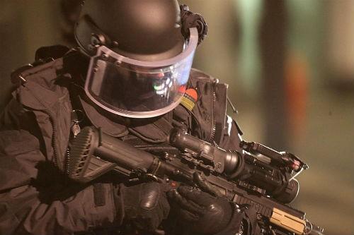 Vụ xả súng tại Pháp: Cái kết xứng đáng cho những kẻ khủng bố liều mạng - anh 1