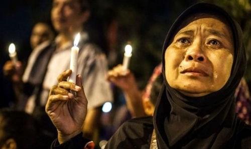 Tin mới nhất về máy bay AirAsia QZ8501: Tìm xong hộp đen, người nhà nạn nhân mong mỏi điều gì? - anh 1