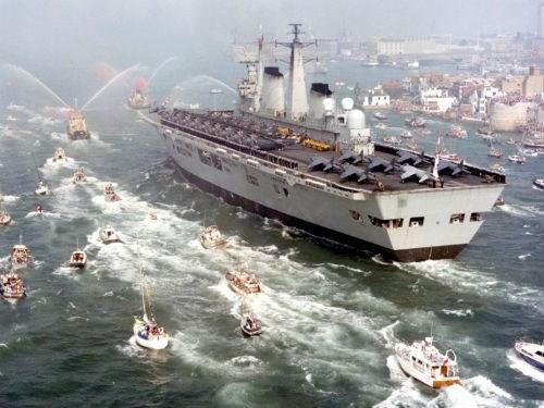 Top 10 hàng không mẫu hạm và tàu khu trục 'đáng sợ' nhất thế giới - anh 9