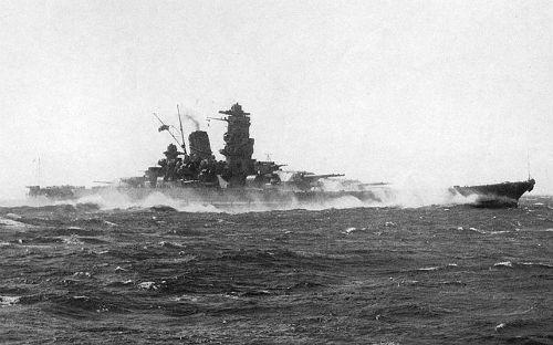 Top 10 hàng không mẫu hạm và tàu khu trục 'đáng sợ' nhất thế giới - anh 2