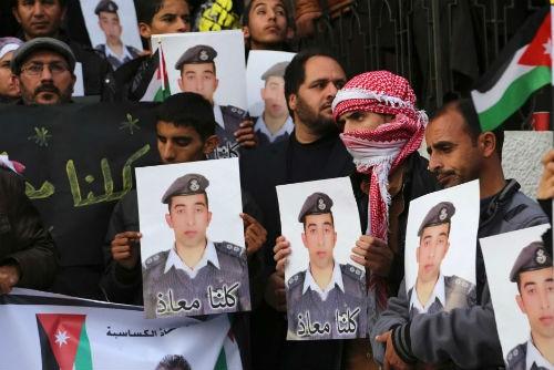 IS dọa giết con tin Nhật và phi công Jordan trong 24 giờ tới - anh 3