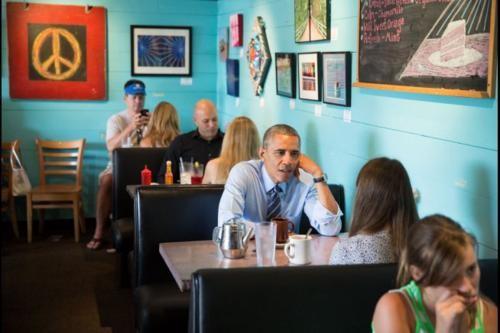 Những hình ảnh rất-đời-thường của Tổng thống Barack Obama - anh 6