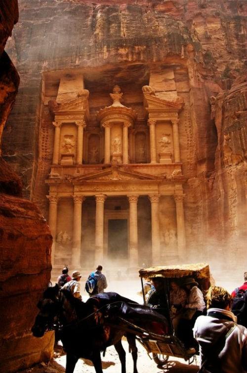 Khám phá 'Thành phố hoa hồng đỏ' Petra – Viên ngọc của Jordan - anh 1