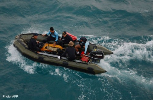 Tin mới nhất về máy bay AirAsia QZ8501: Tổng 86 thi thể được tìm thấy - anh 2