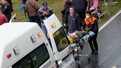 [Cập nhật] Máy bay Đài Loan đâm sầm vào cầu, 35 người chết; Phi công được ca ngợi như người hùng - anh 11