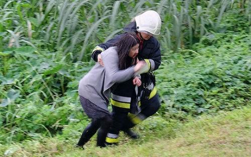 [Cập nhật] Máy bay Đài Loan đâm sầm vào cầu, 35 người chết; Phi công được ca ngợi như người hùng - anh 9