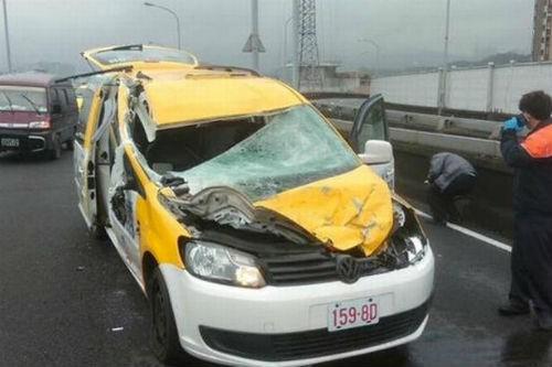 [Cập nhật] Máy bay Đài Loan đâm sầm vào cầu, 35 người chết; Phi công được ca ngợi như người hùng - anh 12