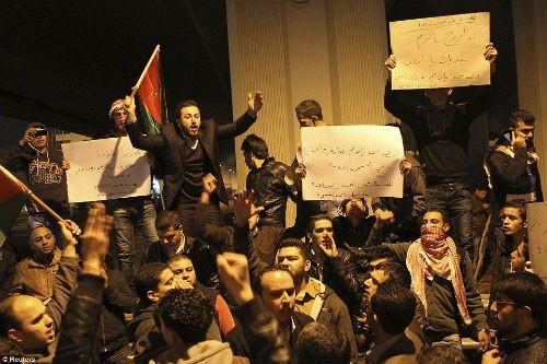Hàng ngàn người Jordan biểu tình, đòi nợ 'bằng máu' - anh 5