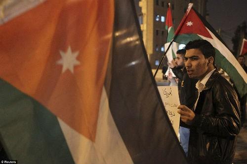 Hàng ngàn người Jordan biểu tình, đòi nợ 'bằng máu' - anh 7