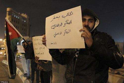 Hàng ngàn người Jordan biểu tình, đòi nợ 'bằng máu' - anh 8