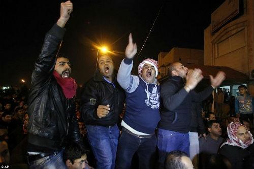 Hàng ngàn người Jordan biểu tình, đòi nợ 'bằng máu' - anh 9