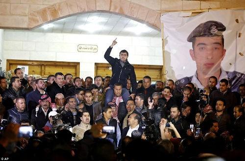 Hàng ngàn người Jordan biểu tình, đòi nợ 'bằng máu' - anh 2