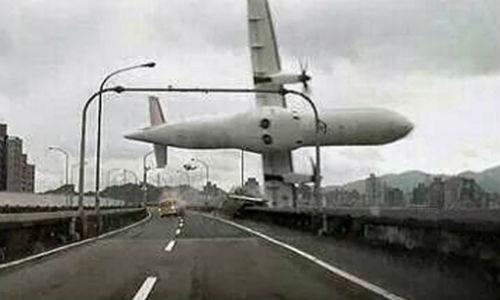 Giám đốc TransAsia xin lỗi các gia đình nạn nhân vụ máy bay Đài Loan rơi - anh 2