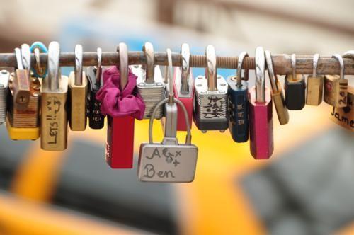 Khám phá 10 cây Cầu Khóa Tình Yêu đẹp nhất thế giới - anh 1