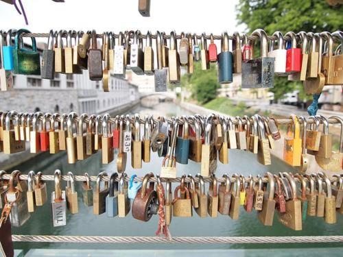 Khám phá 10 cây Cầu Khóa Tình Yêu đẹp nhất thế giới - anh 11