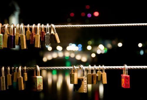 Khám phá 10 cây Cầu Khóa Tình Yêu đẹp nhất thế giới - anh 12