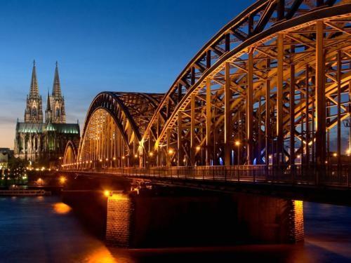 Khám phá 10 cây Cầu Khóa Tình Yêu đẹp nhất thế giới - anh 8