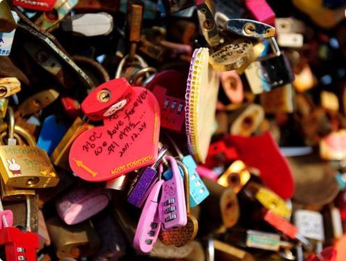 Khám phá 10 cây Cầu Khóa Tình Yêu đẹp nhất thế giới - anh 6
