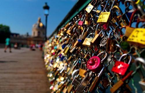 Khám phá 10 cây Cầu Khóa Tình Yêu đẹp nhất thế giới - anh 3