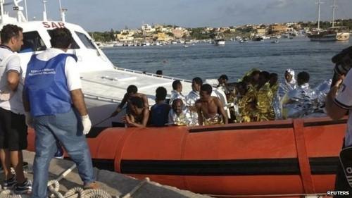 [Cập nhật] Chìm tàu tại Địa Trung Hải, 300 người có nguy cơ chết đuối - anh 1