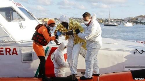 [Cập nhật] Chìm tàu tại Địa Trung Hải, 300 người có nguy cơ chết đuối - anh 2