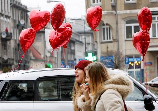 Vòng quanh thế giới với những tục lệ Valentine độc đáo - anh 3