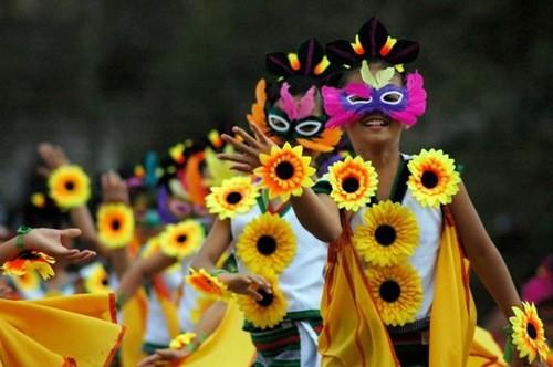 Những lễ hội mùa xuân rực rỡ trên thế giới - anh 5