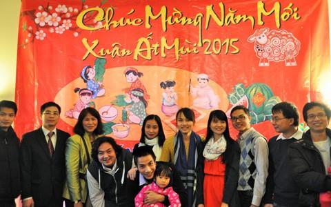 Người Việt năm châu tưng bừng đón Tết cổ truyền 2015 - anh 5
