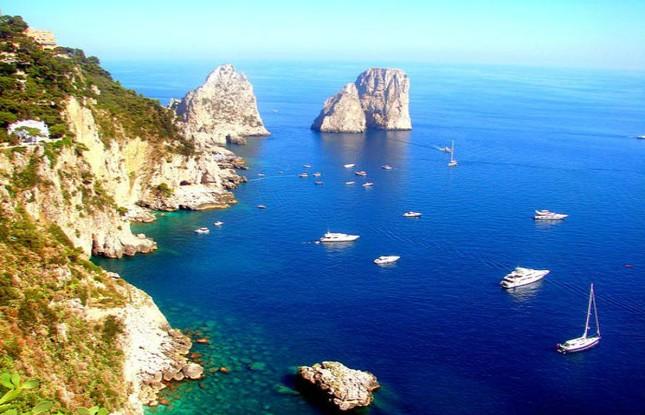 Vẻ đẹp đầy mê hoặc của ngọc đảo Capri vùng Địa Trung Hải - anh 1