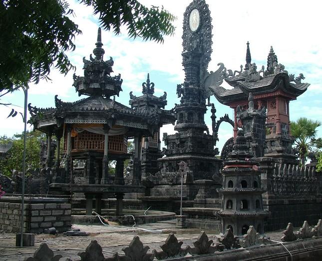 Những ngôi đền thiêng bên bờ biển xinh đẹp của Bali - anh 4