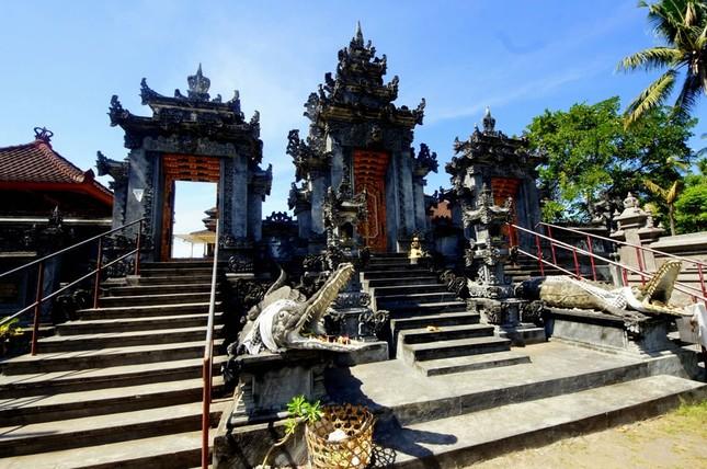 Những ngôi đền thiêng bên bờ biển xinh đẹp của Bali - anh 6