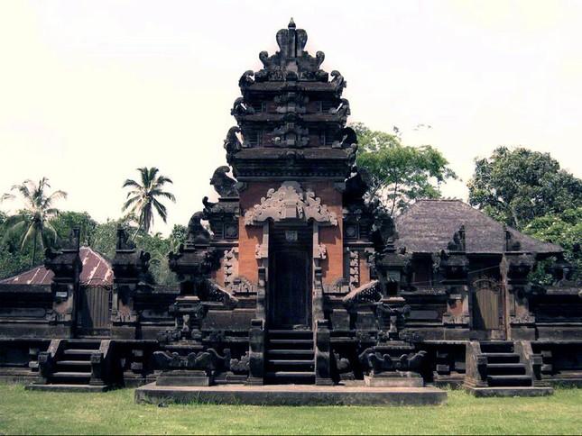 Những ngôi đền thiêng bên bờ biển xinh đẹp của Bali - anh 8