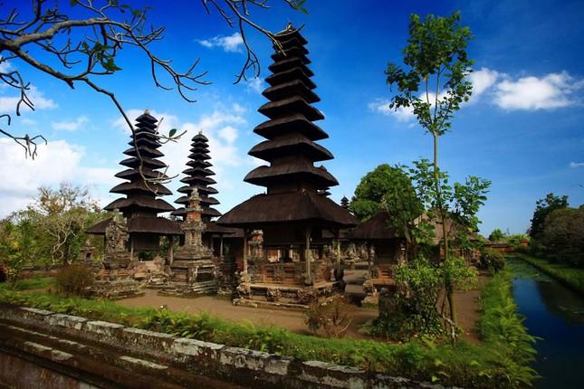Những ngôi đền thiêng bên bờ biển xinh đẹp của Bali - anh 9