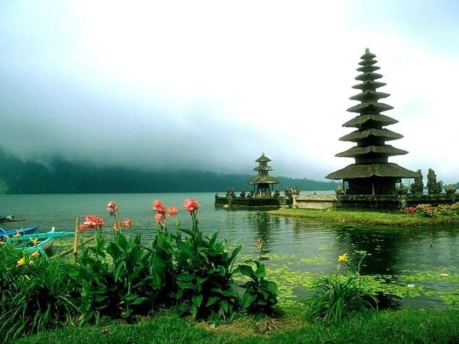 Những ngôi đền thiêng bên bờ biển xinh đẹp của Bali - anh 12