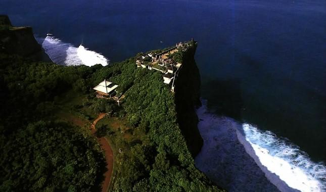 Những ngôi đền thiêng bên bờ biển xinh đẹp của Bali - anh 14