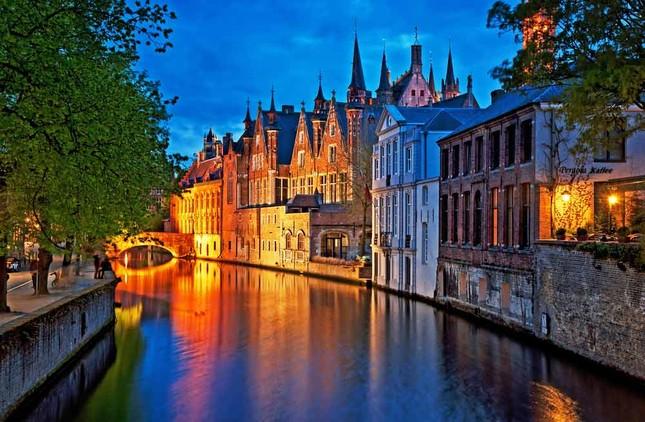 Vẻ đẹp 'nghiêng thành' của Bruges – Miền xứ sở ngọt ngào nhất thế giới - anh 1