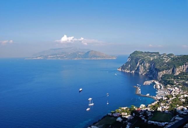 Vẻ đẹp đầy mê hoặc của ngọc đảo Capri vùng Địa Trung Hải - anh 2