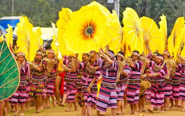 Ngắm Philippines đầy màu sắc trong lễ hội hoa xuân Panagbenga - anh 4