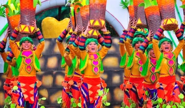Ngắm Philippines đầy màu sắc trong lễ hội hoa xuân Panagbenga - anh 1