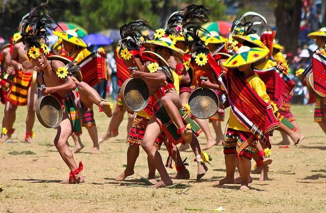 Ngắm Philippines đầy màu sắc trong lễ hội hoa xuân Panagbenga - anh 5