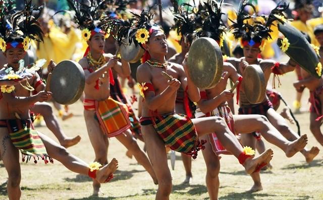Ngắm Philippines đầy màu sắc trong lễ hội hoa xuân Panagbenga - anh 6