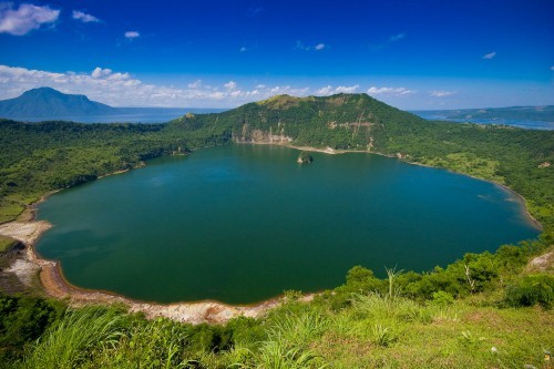Vẻ đẹp thiên đường của những hồ núi lửa trên Trái đất - anh 1