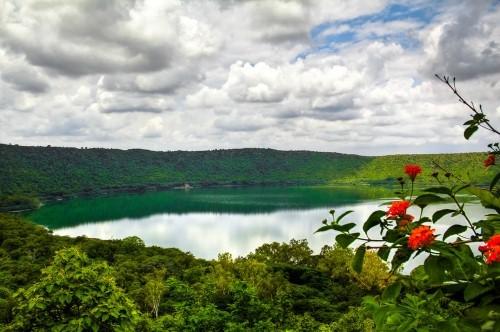 Vẻ đẹp thiên đường của những hồ núi lửa trên Trái đất - anh 10