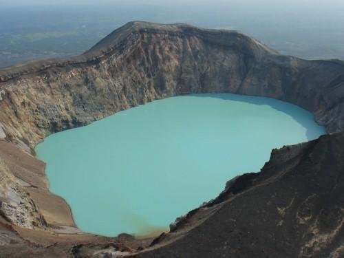 Vẻ đẹp thiên đường của những hồ núi lửa trên Trái đất - anh 13