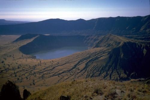 Vẻ đẹp thiên đường của những hồ núi lửa trên Trái đất - anh 14