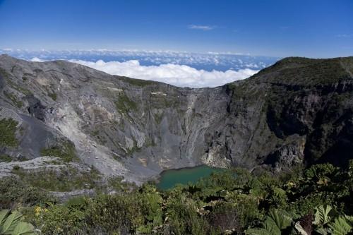 Vẻ đẹp thiên đường của những hồ núi lửa trên Trái đất - anh 20