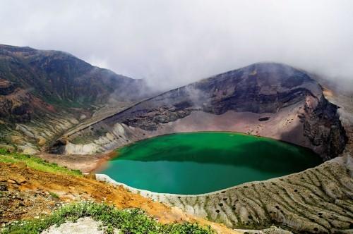 Vẻ đẹp thiên đường của những hồ núi lửa trên Trái đất - anh 4