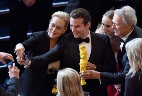 Những khoảnh khắc ấn tượng nhất tại Lễ trao giải Oscar 2015 - anh 18